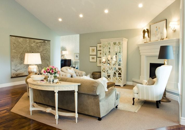 1. The All-Rounder Layout Idea for Square Living Room