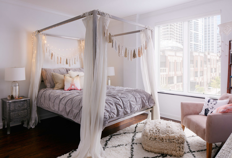 romantic canopy bed