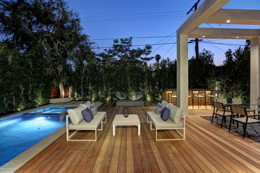 indoor/outdoor space, home entertaining, patio, backyard, pool