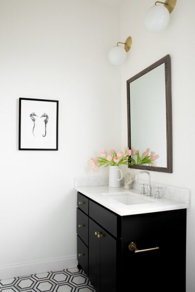 Hang The Perfect Bathroom Mirror, How Big Should A Mirror Be For 36 Vanity