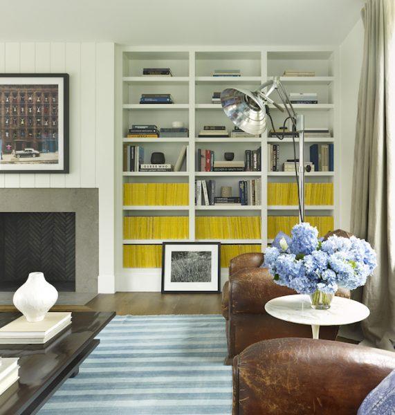 living room, living room design, built in bookshelves, bookshelf