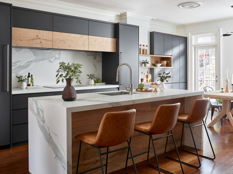 black kitchen, kitchen barstools, marble island, marble countertops, marble backsplash